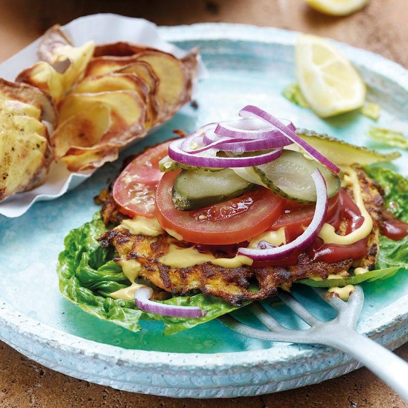 Photo de Burger végétarien, rondelles de pommes de terre et salade César prise par WW